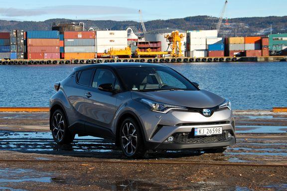 Test av nye Toyota C-HR: «Dette er ingen subtil bil laget for folk som synes alt annet enn grå metallic er å overdrive.»