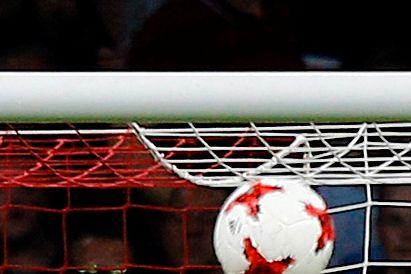 Ajax sin purunge midtstopper: – Bendtner er ikke akkurat den beste jeg har spilt mot