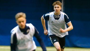 Isak (17) har ikke proffkontrakt med TIL – nå har han havnet i søkelyset til Molde og flere Premier League-klubber