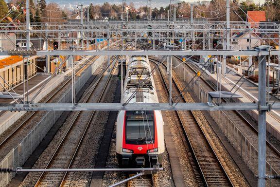 Full stopp for regjeringens jernbaneforslag. Flertallet vil sende saken til Høyesterett.