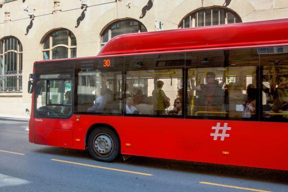 Melder om skyhøye temperaturer i Oslo-bussene. Slik svarer Ruter på klagene.