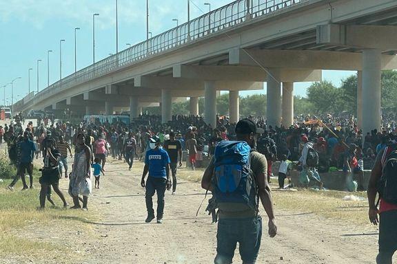 Under broen mellom USA og Mexico bor 12.000 flyktninger. Mange flere er på vei.