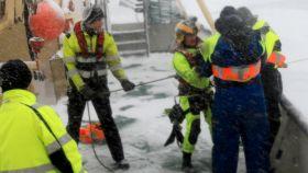 Svensk skip fast i isen ved Svalbard – 16 passasjerer evakuert