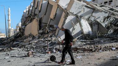 Israel trapper opp bombingen. 1000 raketter skal være avfyrt fra Gaza.