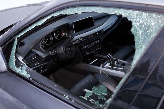 BMW-eier sov i bilen og våknet av tyvene
