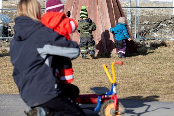 Bør minsten starte i barnehagen eller vente?