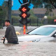 Kina rydder opp etter flom, forbereder seg på tyfon