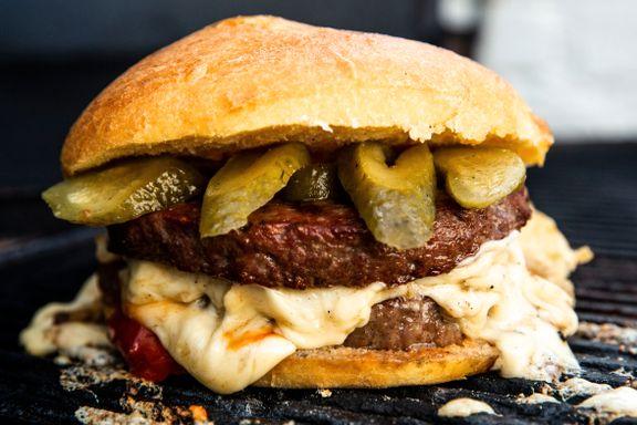 Dropp kjøpebrødet til burgeren - slik lager du de beste burgerbrødene  hjemme