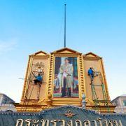 Thailands konge skal krones i tre dager til ende