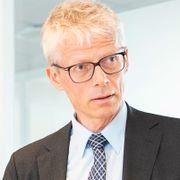 I syv år har Hans Christian Holte tatt inn tusenvis av milliarder kroner. Snart skal han dele dem ut.