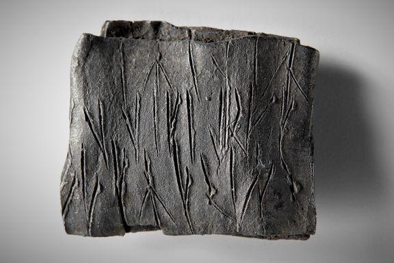 Den 700 år gamle amuletten ble funnet under Bispegata. Nå er innholdet avslørt – nesten