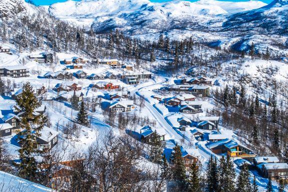 Hyttefolket er tilbake i fjellet. Men det monner ikke nok for flere kommuner.