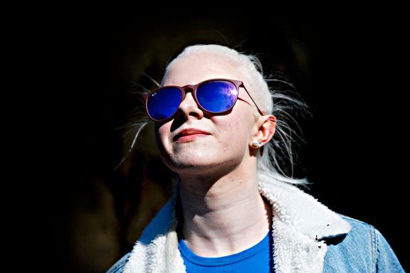 Hun har bare 10 prosent syn. Men har som mål å kjøre i 200 km/t på ski.