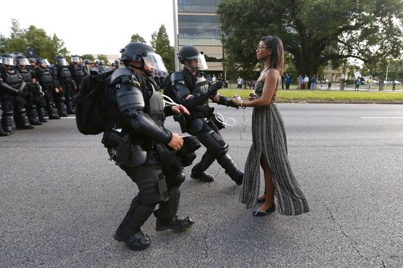 Protestfoto fra Baton Rouge spres verden over