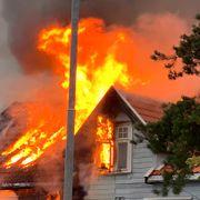 To til sykehus etter kraftig boligbrann i Sandefjord