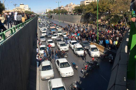 Demonstrasjoner mot økte bensinpriser i Iran – mer enn 40 arrestert.