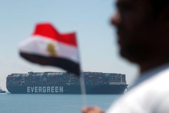 Nå slipper «Ever Given» ut av Suezkanalen