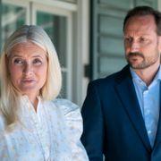 Kronprinsparet tar et oppgjør med hets av Utøya-overlevende: – Skammelig