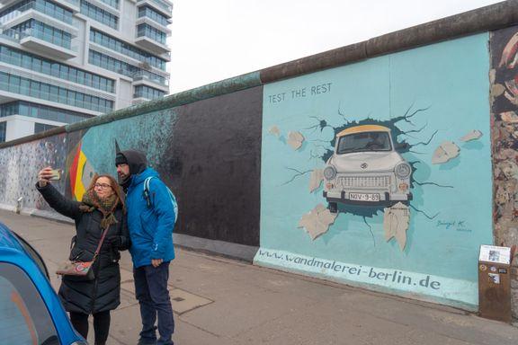Møt mannen som gjorde «skammens mur» til verdens lengste kunstverk