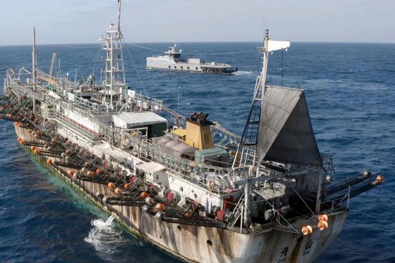 Kinesiske båter drar rundt halve jorden på jakt etter fisk