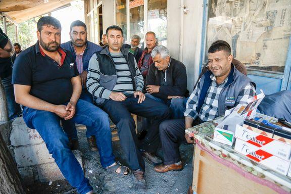 Syriske flyktninger må jobbe for halv lønn. Tyrkere mener de stjeler jobbene fra dem.