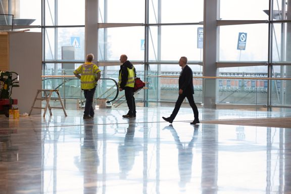 Flydørene åpner seg ikke ved parkering. Nå må Oslo lufthavn bytte ut flybroene