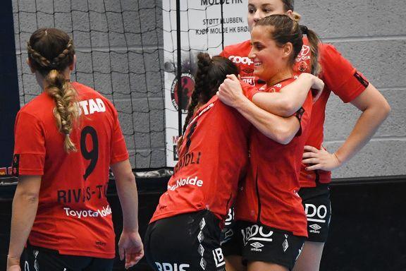 Molde klatrer på tabellen etter håndballstopp