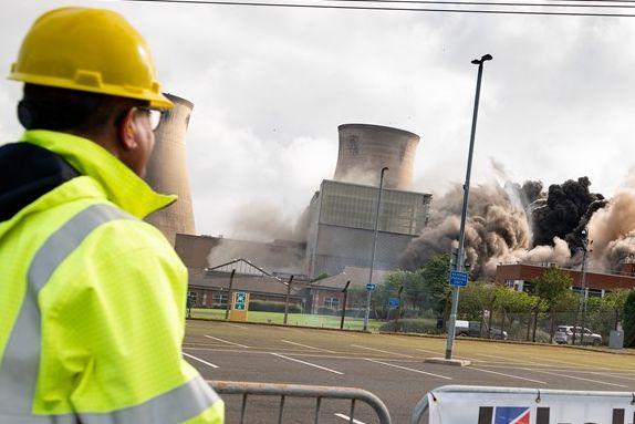 Skal lede viktig klimatoppmøte: Her sprenger han et kullkraftverk