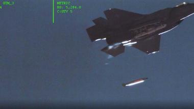 Her øver USA på å slippe en mini-atombombe fra jagerflyet F-35