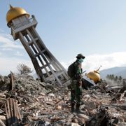 Nær 2000 bekreftet døde i Indonesia