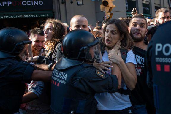Sammenstøt mellom politi og demonstranter i Barcelona