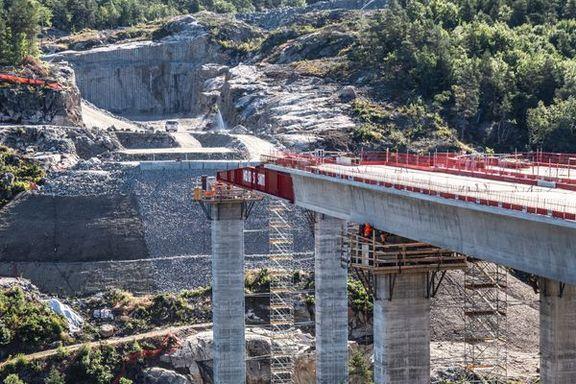 Ny bro på E 39 blir laget på unik måte. Målet er å skjerme drikkevannet til 50.000 innbyggere.