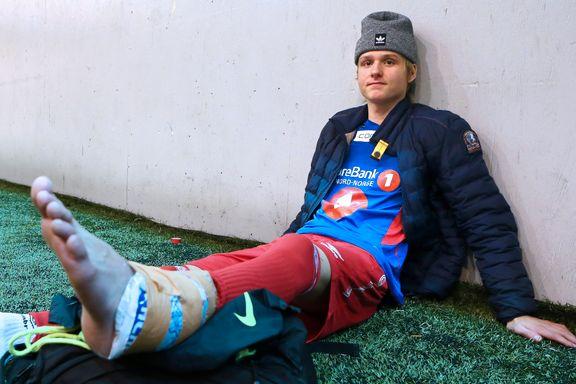 Gabriel (17) ble frarøvet mål etter to minutter i TUIL-debuten. Så måtte han hjelpes av banen