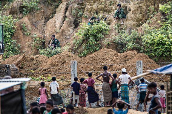6200 rohingyaer er strandet i ingenmannsland. 20 meter unna står soldater fra hærstyrken som jaget dem ut av Myanmar.