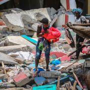 Tiden renner ut for å finne overlevende etter jordskjelvet i Haiti – nær 1300 døde