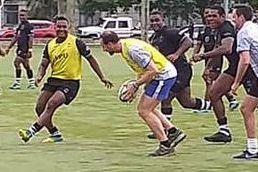 Her spiller kronprinsen rugby - på Fiji