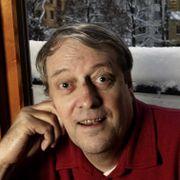 Forfatter Olav Angell er død
