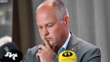 Justisministeren fikk kjeft for å ha gått på salg. Nå vil Sveriges regjering ha mer makt til å stenge ned.