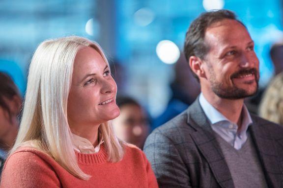 Haakon og Mette-Marit skal ansette «varm og trygg omsorgsperson» for barna sine