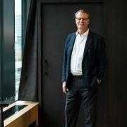 En av landets mest kjente milliardærer har bestemt seg. Nå vil han ansette flere med CV-hull.