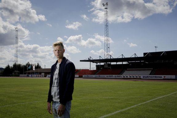 André (18) dro til England for å følge proffdrømmen. Der endte han opp i en kjeller uten vindu.