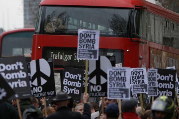 Bombingen i Syria var et brudd med folkeretten, mener to proferssorer i jus,  Malcolm Langford og Geir Ulfstein.