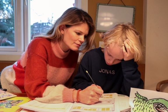 Det fungerte dårlig da spill og apper skulle lære Jonas norsk, matte og engelsk. Da tok moren grep.