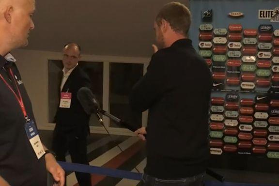 Her gir han beskjed om at Nilsen har dratt fra Stadion