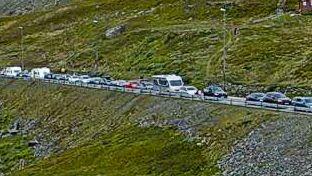 Lange køer over Haukelifjell: - Kjør en annen vei