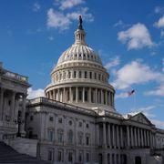 Senatet har godkjent krisepakke verdt 16.000 milliarder kroner
