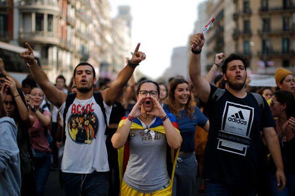 Katalanske politikere dømt til lange fengselsstraffer - demonstrasjoner i Barcelona