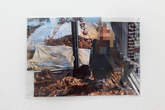 Krigens vold settes opp mot reklamens drømmeverden på Fotogalleriet