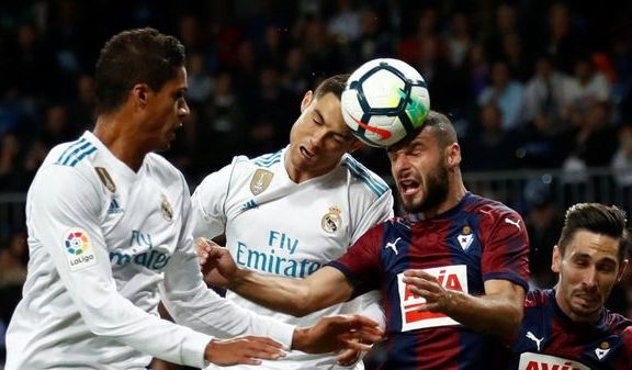 UEFA vurderer å gjøre dette forbudt i barnefotballen: – Vi må ta det på alvor