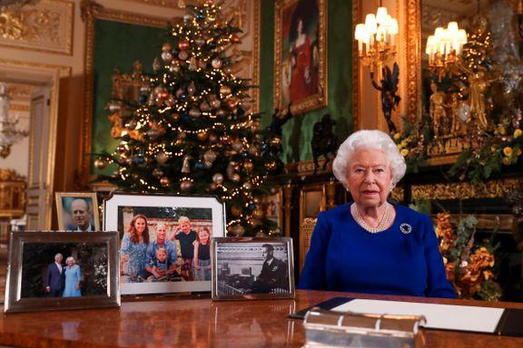 Dronning Elizabeth var tidlig på plass på eventyrslottet for å feire høytiden. Men i år kommer ikke alle hjem til jul.